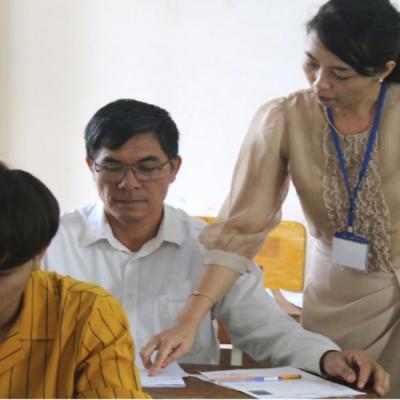 Thí sinh 53 tuổi đi thi THPT quốc gia để bốc thuốc cứu người